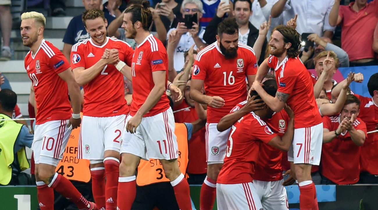 Wales routs Russia at Euro 2016