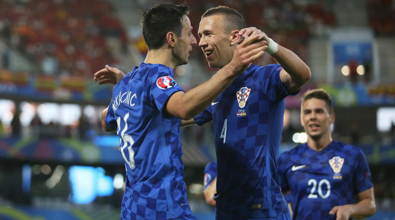 Croatia beats Spain, wins Group D at Euro 2016
