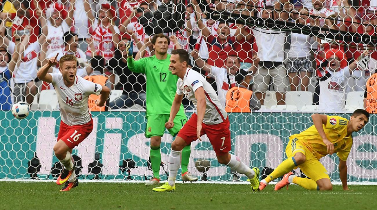 Poland beats Ukraine and finishes second in Euro 2016 Group C