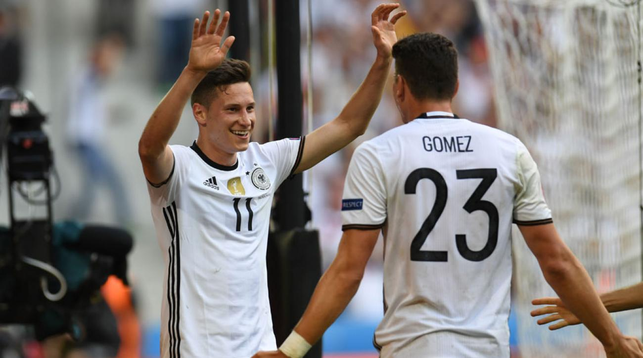 Julian Draxler and Mario Gomez lead Germany by Slovakia in Euro 2016