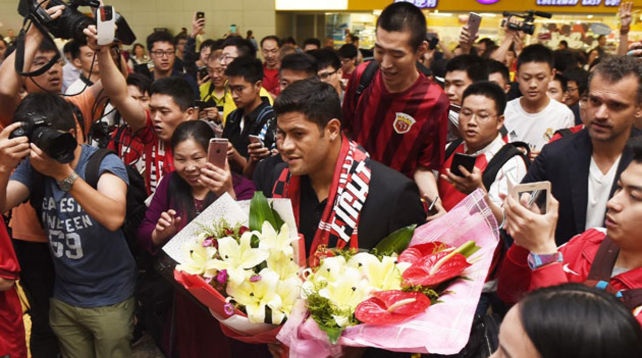 Hulk arrives in China ahead of a big-money transfer