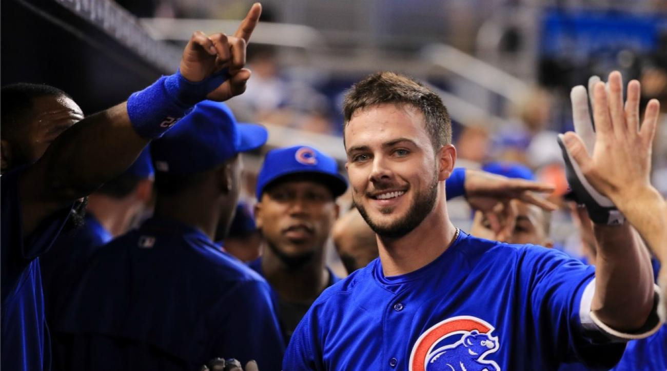 Chicago Cubs' Kris Bryant makes fan so happy