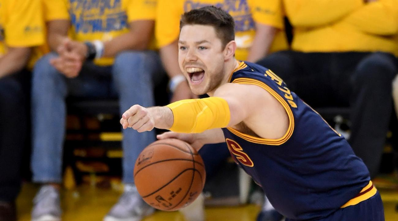 matthew dellavedova milwaukee bucks contract