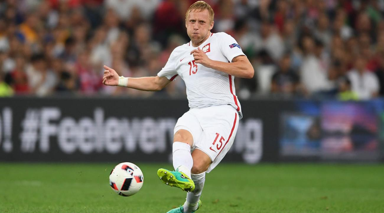 Poland's Kamil Glik signs with Monaco
