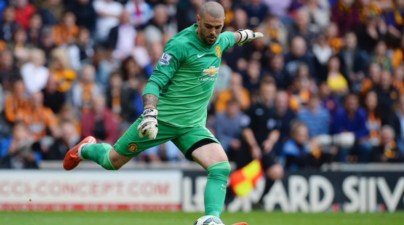 Victor Valdes signs with Middlesbrough