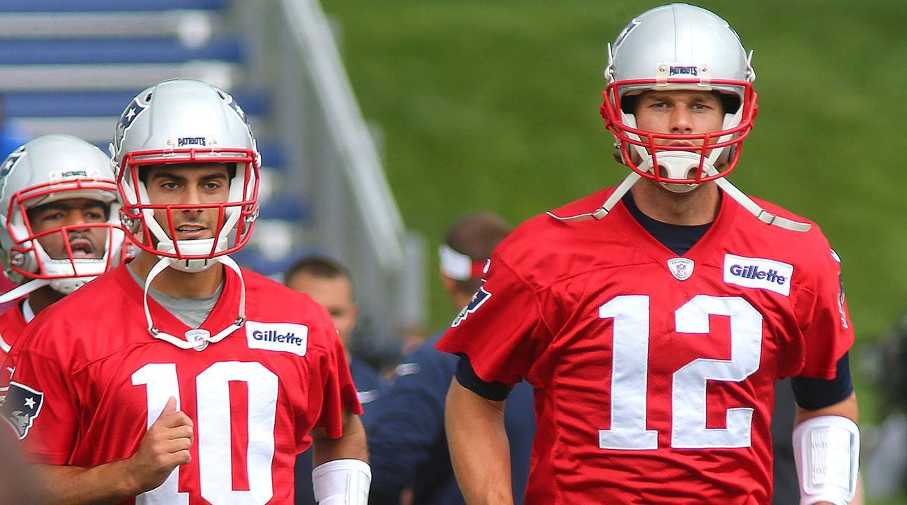 Tom Brady and Jimmy Garoppolo at 2016 Patriots minicamp.