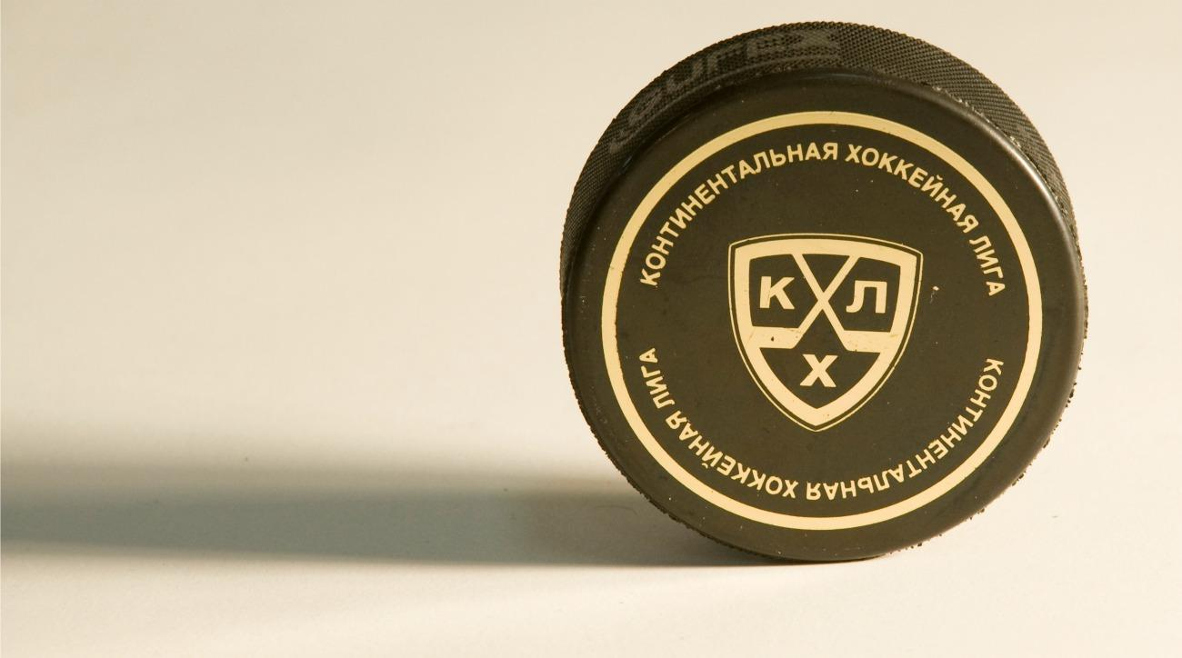 KHL player debuts amazing trick shot