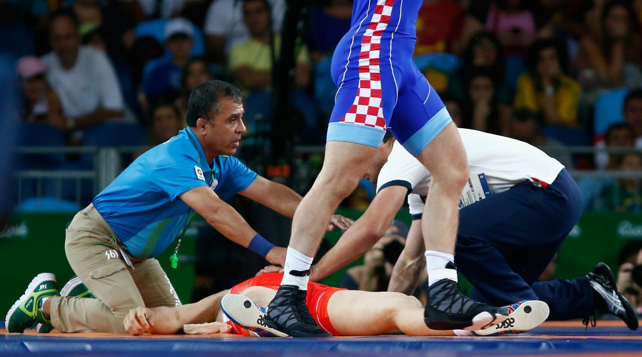 rio 2016 russia wrestler roman vlasov choke unconscious video