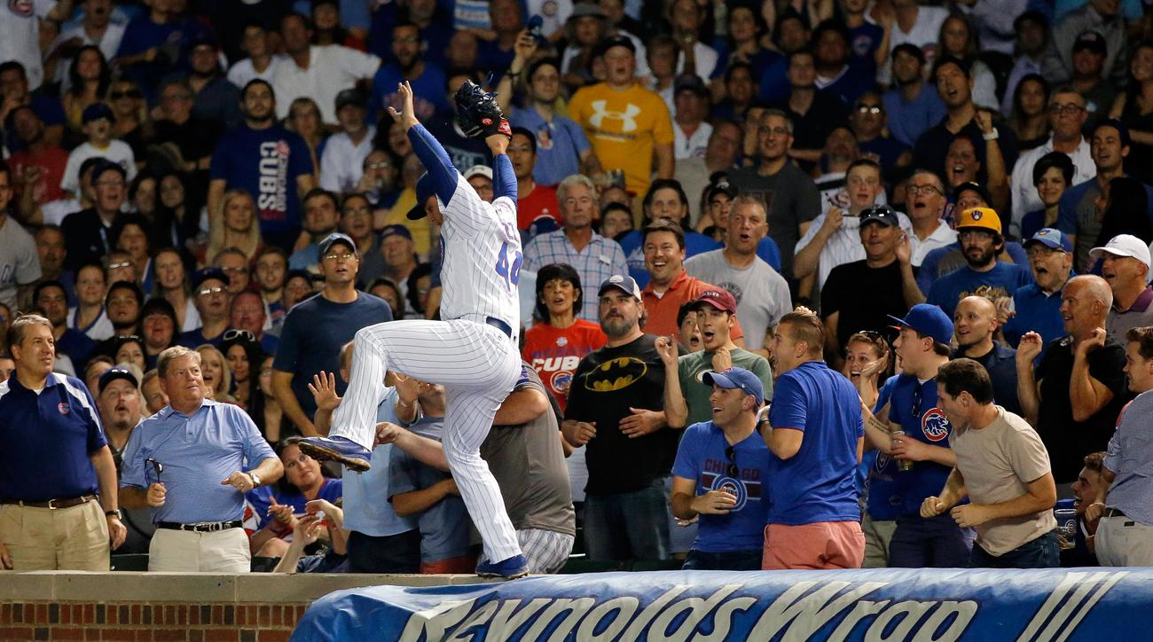 anthony rizzo wall catch cubs