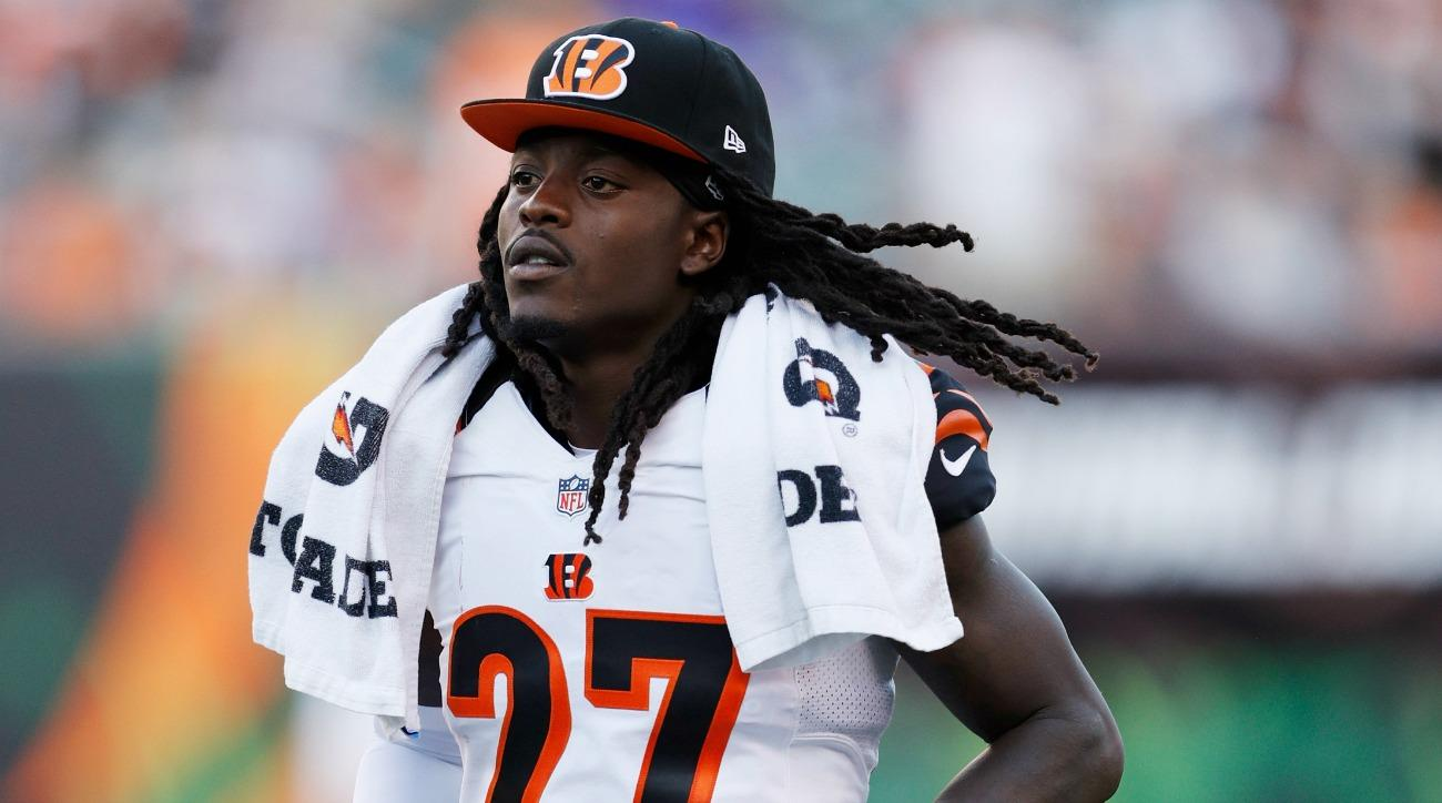 Dre Kirkpatrick borrowed a high school students cleats for practice
