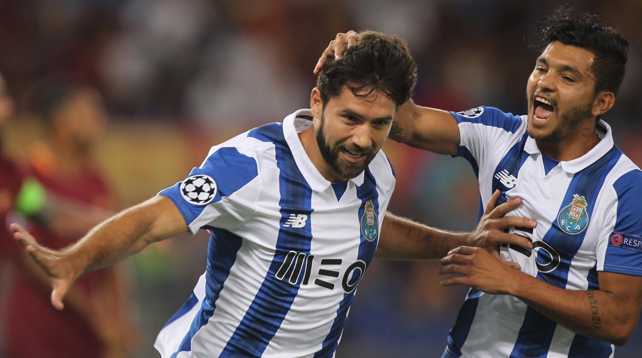 Porto ousts Roma in the Champions League playoff round
