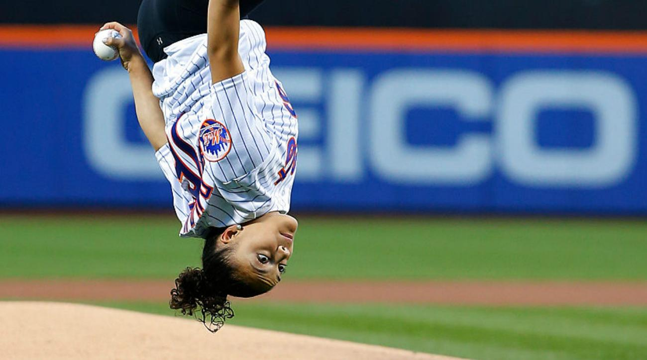 laurie hernandez first pitch mets
