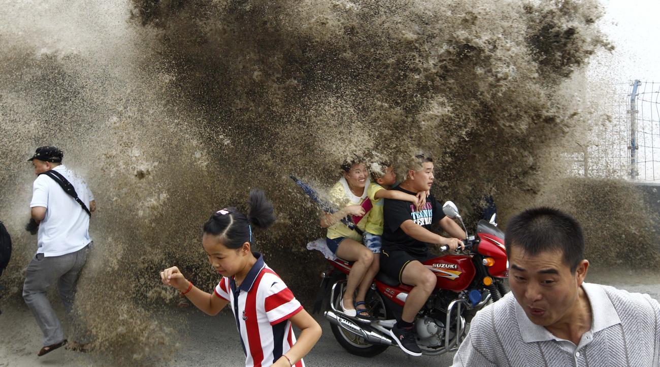 qiantang river china tidal bore