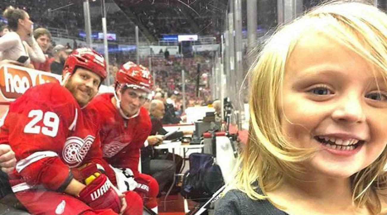 red wings photobomb little girl penalty box