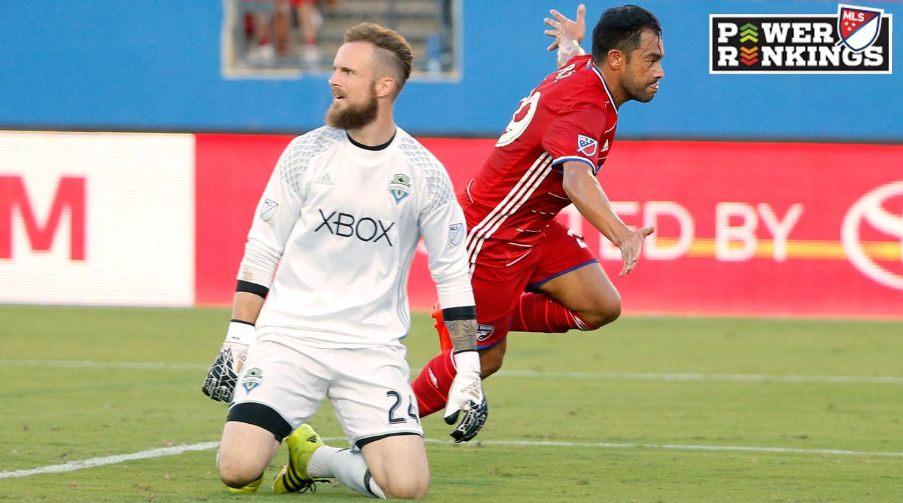 Carlos Ruiz scores the game-winning goal for FC Dallas against the Seattle Sounders