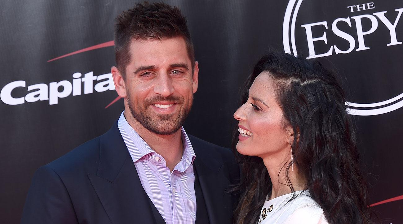 aaron rodgers packers sexuality questioned