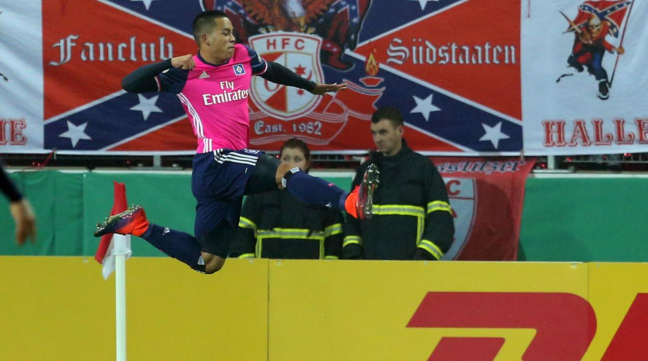 Bobby Wood scores for Hamburg in the German Cup