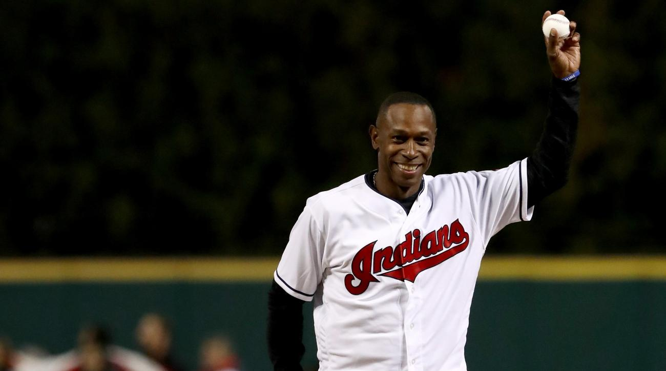 World Series 2016: Indians fan gives plane seat to Lofton