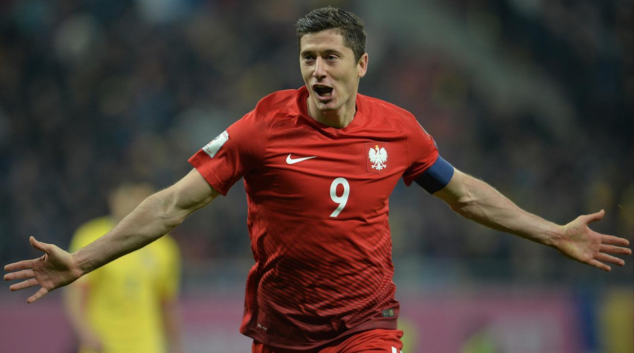 Robert Lewandowski scores twice for Poland vs. Romania