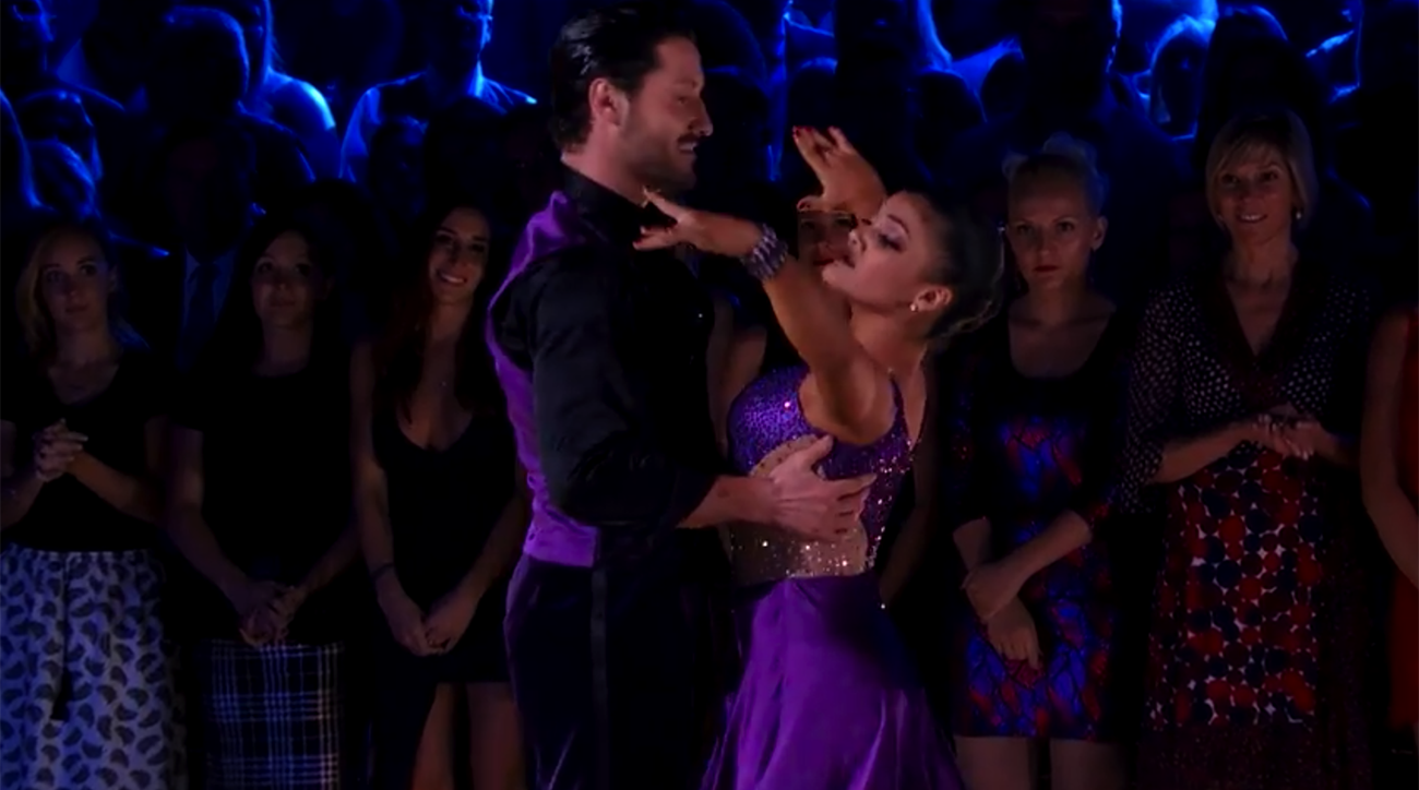 laurie hernandez makes dancing with the stars final