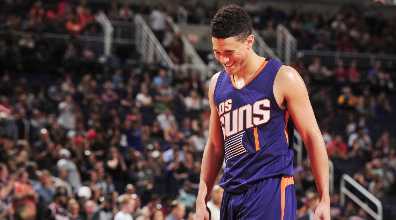 Devin Booker: Suns G ejected signs autograph (video)