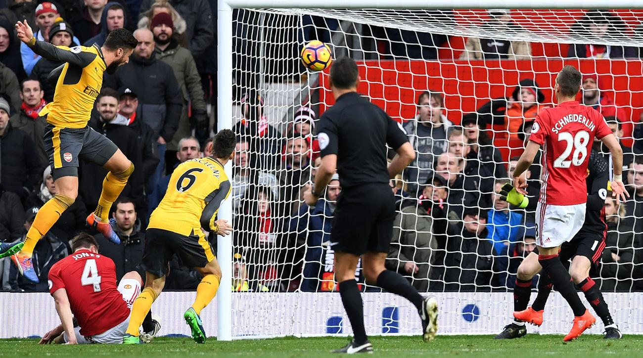 Olivier Giroud heads home Arsenal's equalizer vs. Manchester United