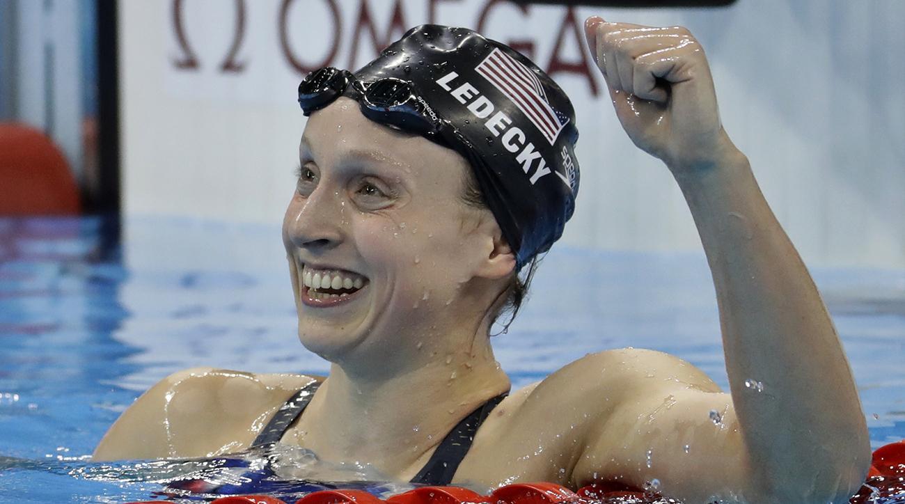 Katie Ledecky wins race by a minute, breaks records