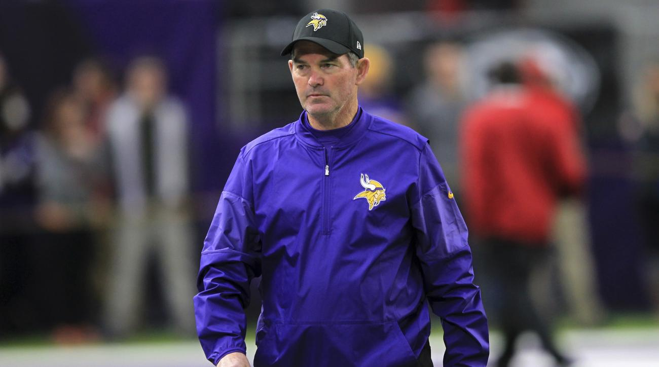 Mike Zimmer: Vikings coach to return from eye surgery
