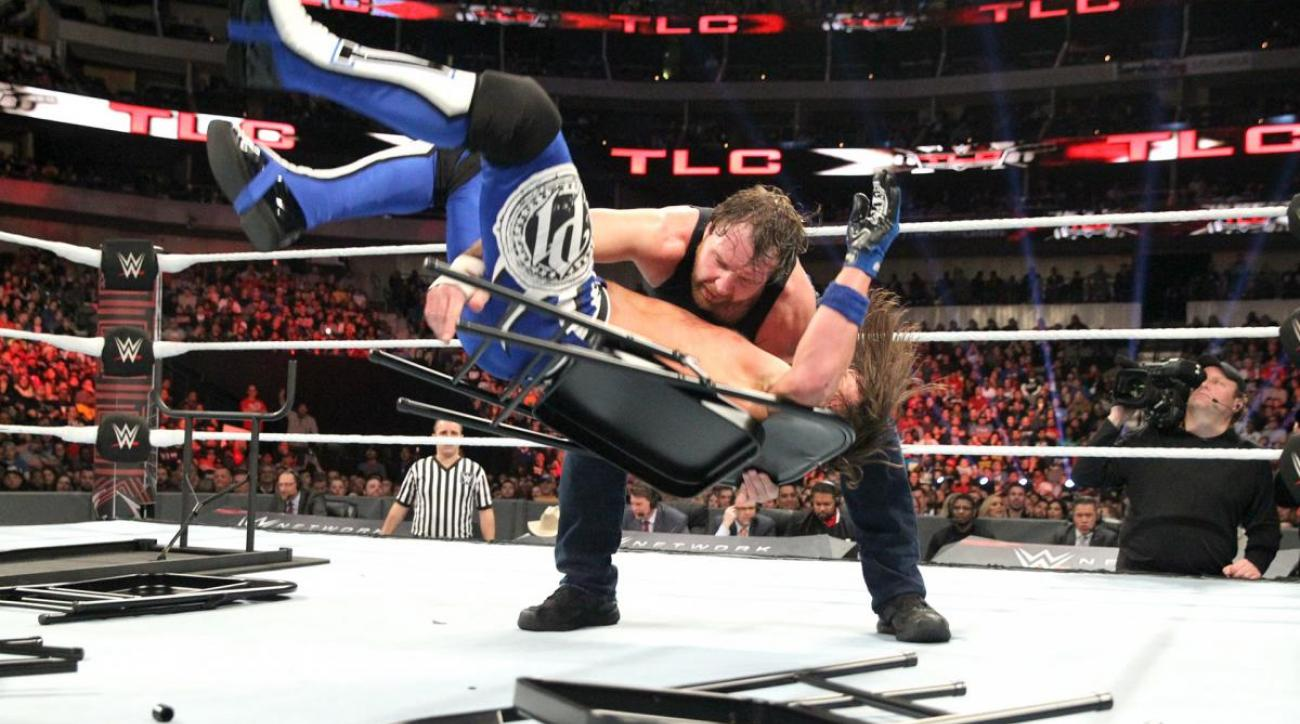 WWE TLC 2016: AJ Styles rips his pants (video)