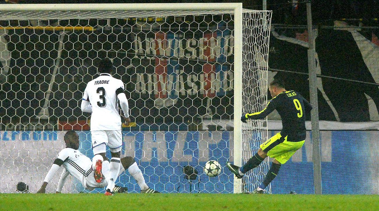 Lucas Perez scores a Champions League hat trick for Arsenal
