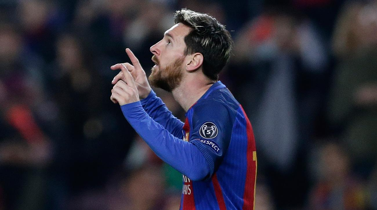 Lionel Messi scores for Barcelona against Monchengladbach