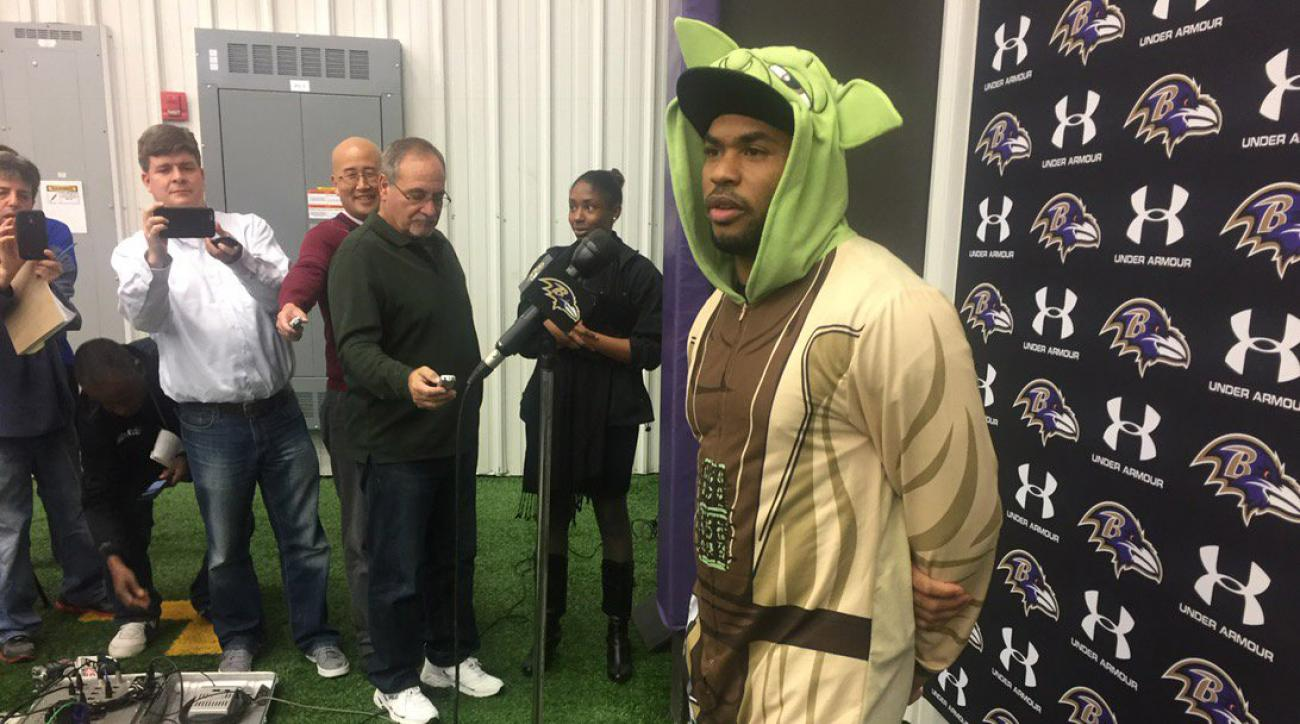 Ravens' Steve Smith wears Yoda onesie to presser (photos)