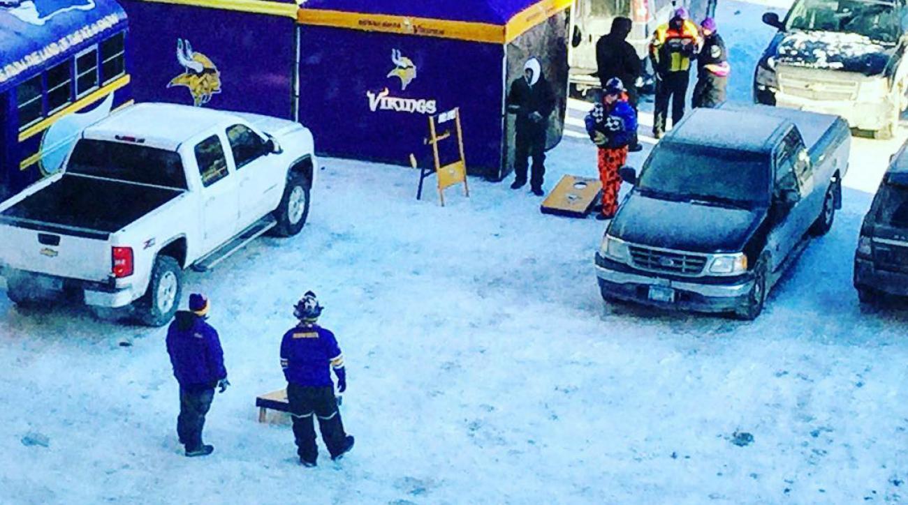 Vikings fans tailgate outside in frigid Minnesota weather