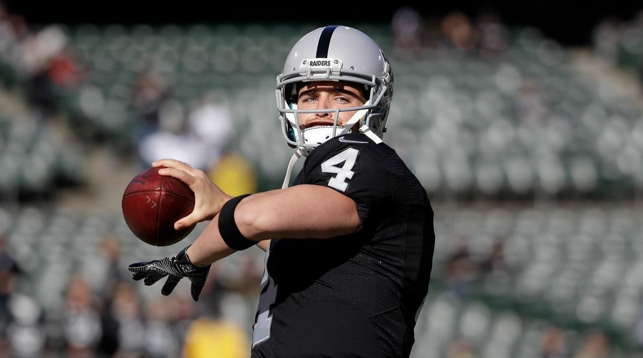 Derek Carr injury news Raiders QB has broken fibula