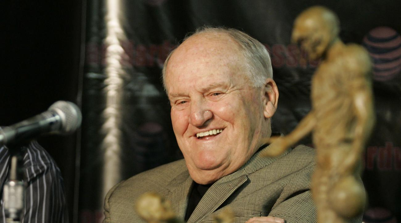 LaVell Edwards dead