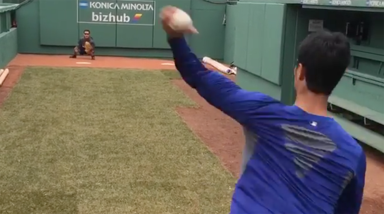 Yu Darvish throws slider, curve with left hand (Video)