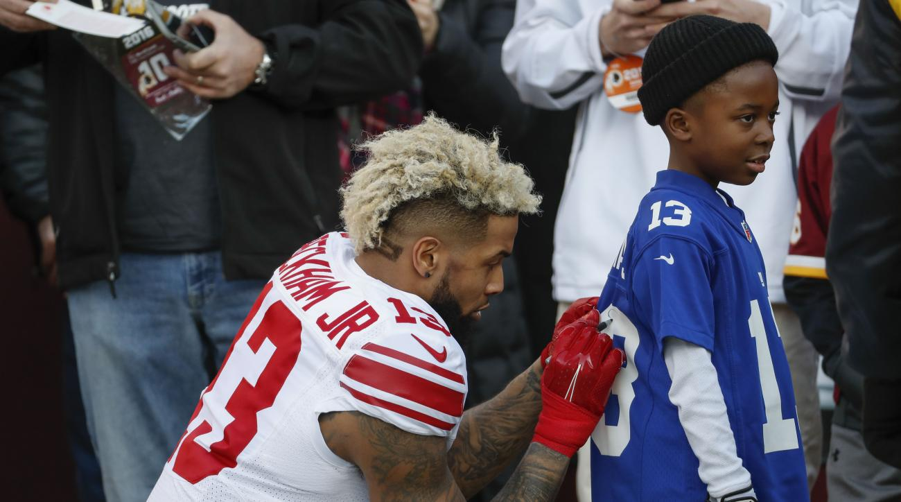 Giants' Odell Beckham signs jersey for young fan (video)