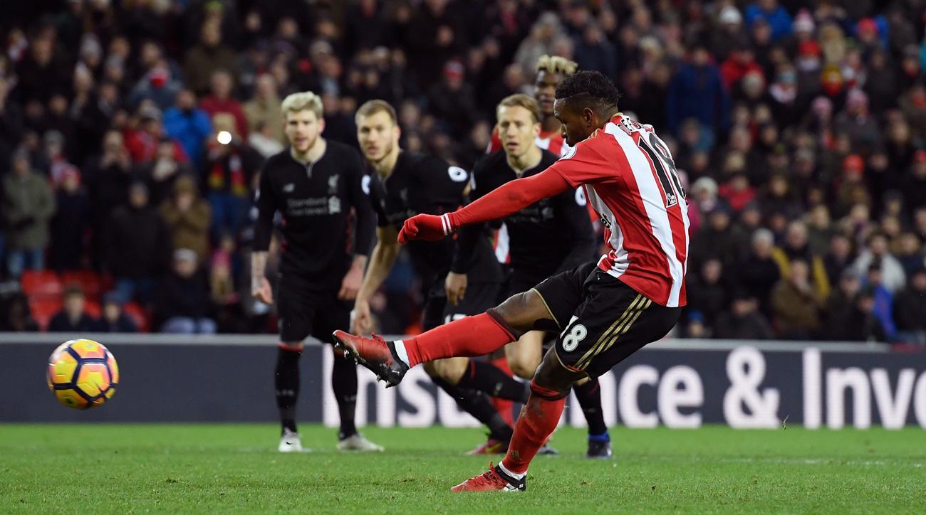 Jermain Defoe scores on a penalty kick for Sunderland vs. Liverpool