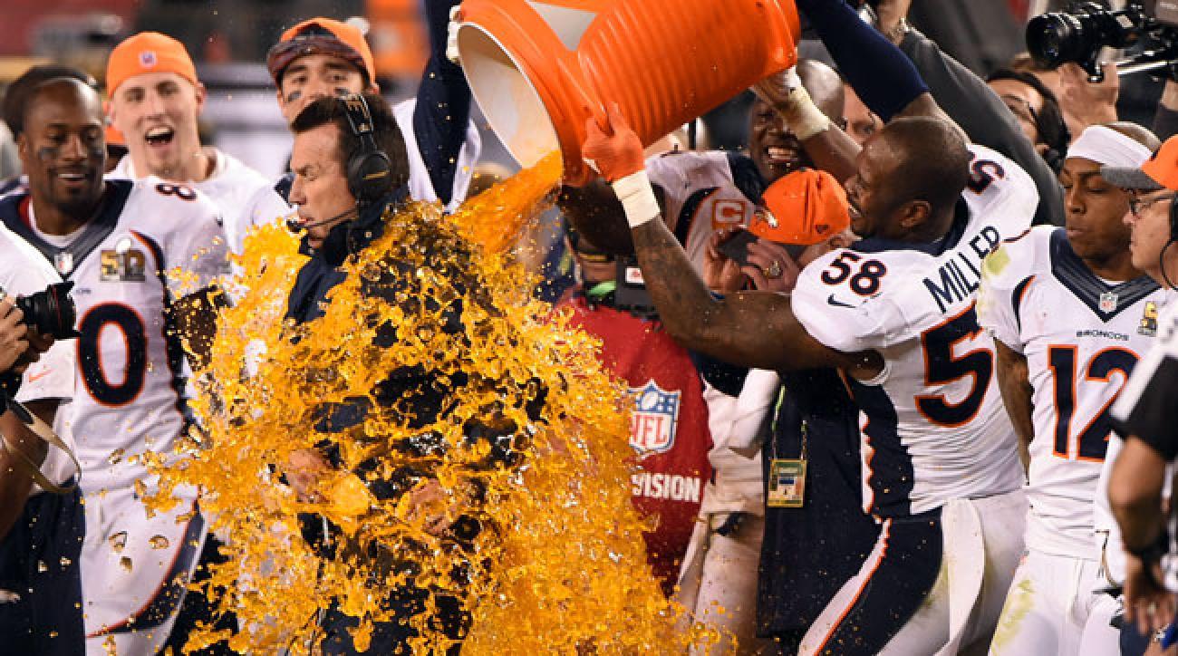 Broncos linebacker Von Miller dumps Gatorade on Denver coach Gary Kubiak at the end of Super Bowl 50.