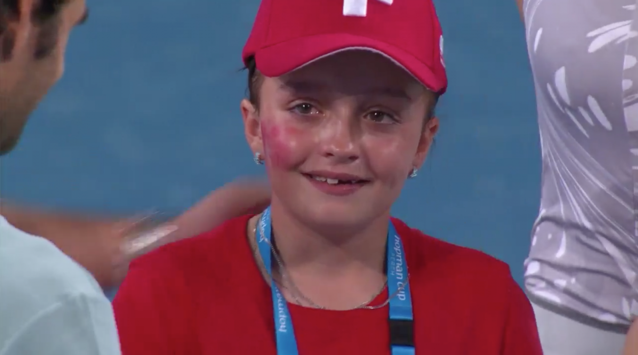 Roger Federer: Young fan cries meeting tennis star (video)