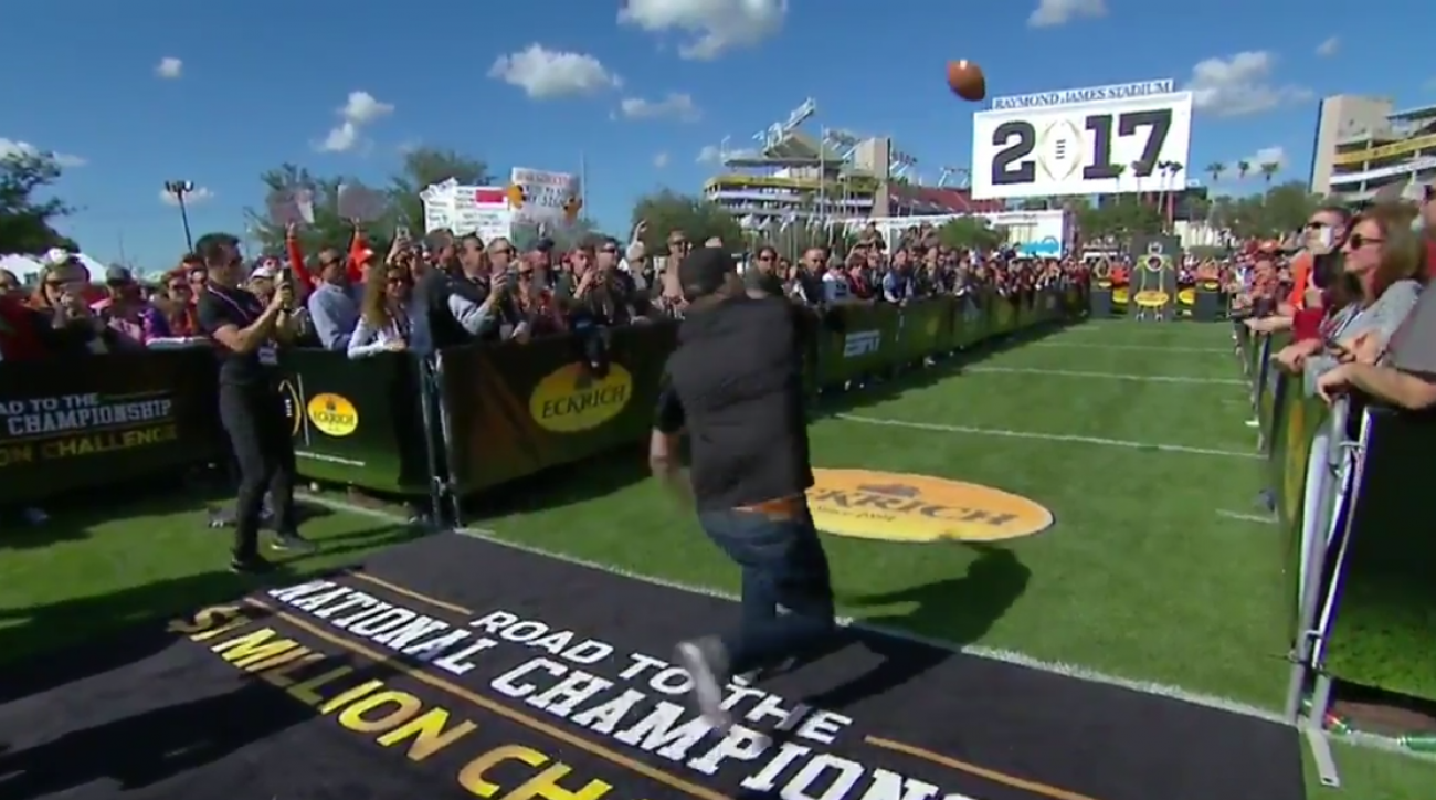 College football fan fails in $1 million throw (video)