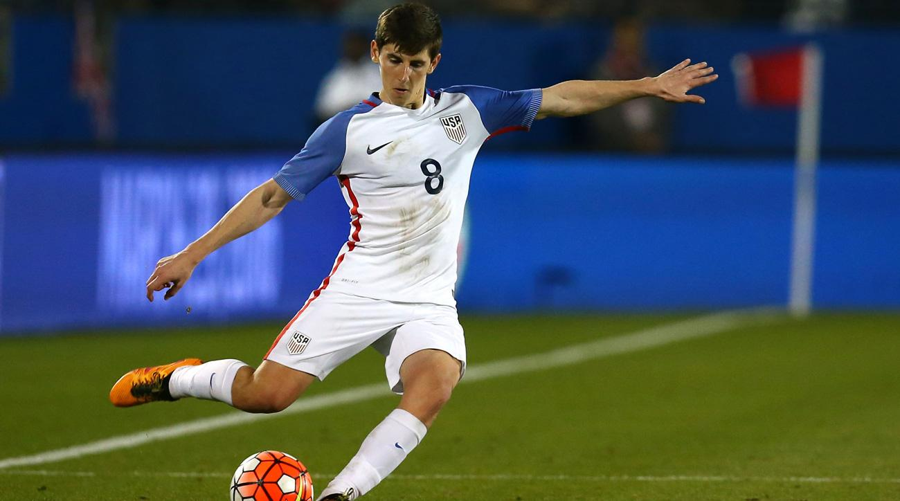 Emerson Hyndman joins Rangers on loan from Bournemouth