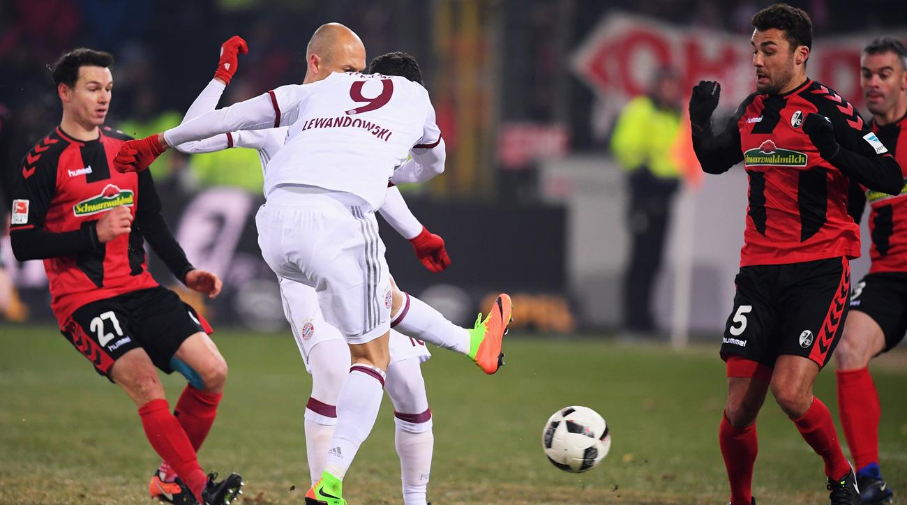 Robert Lewandowski scores the winner for Bayern Munich vs. Freiburg