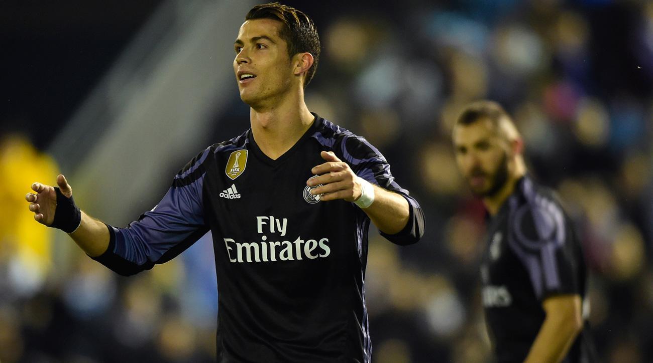 Cristiano Ronaldo scores a free kick for Real Madrid vs. Celta Vigo