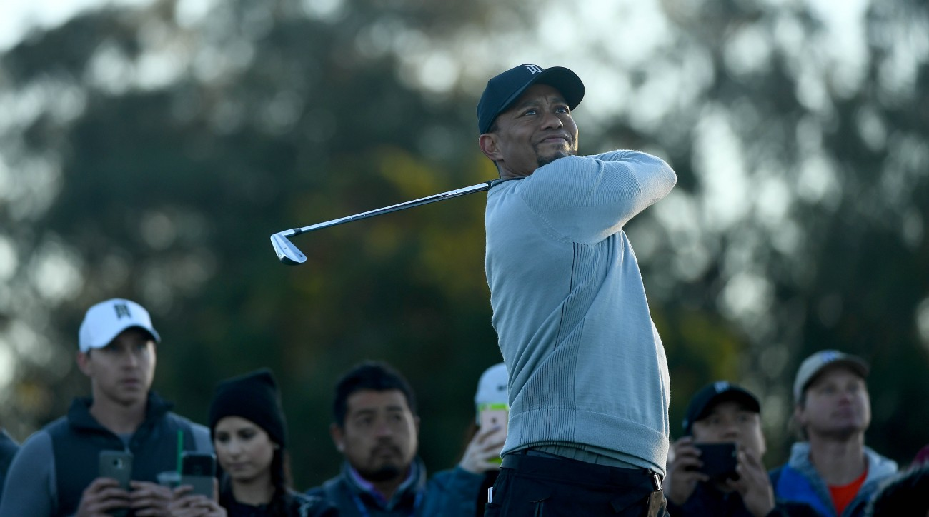 Tiger Woods practices Wednesday at the 2017 Farmers Insurance Open at Torrey Pines.