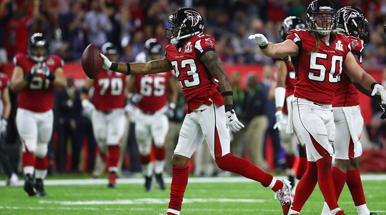 Robert Alford intercepted Tom Brady in the Super Bowl to give the Atlanta Falcons a three touchdown lead over the New England Patriots.