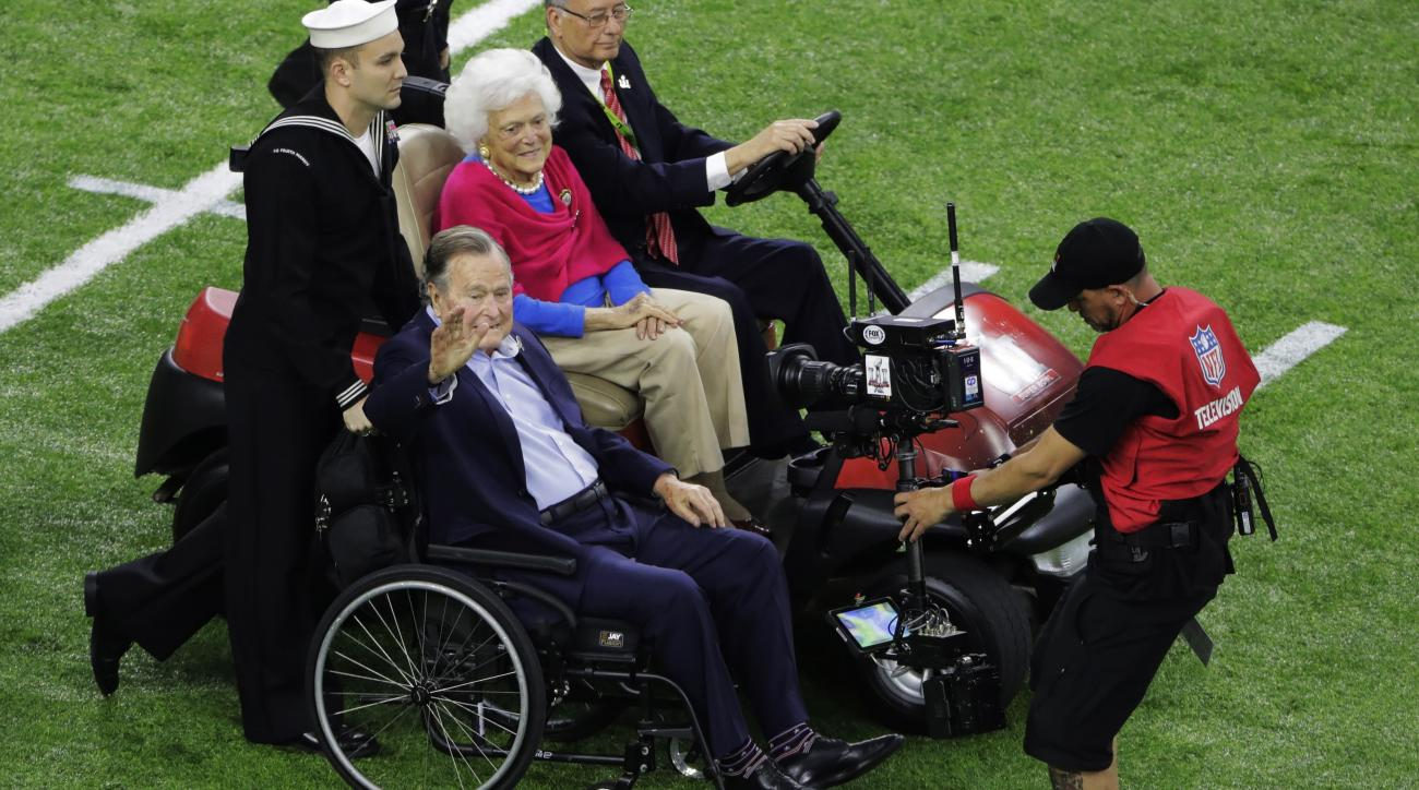George HW Bush: President's Super Bowl ovation (video)