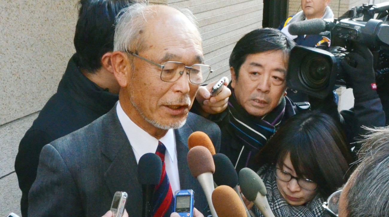 Kiichi Kimura, chairman of the board of Kasumigaseki Country Club, speaks to reporters after the failed vote.