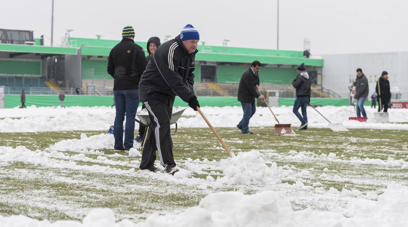 SF Lotte beats 1860 Munich after fans shovel snow