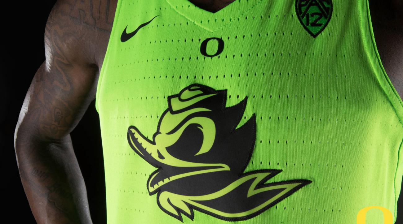 Oregon uniforms: Ducks unveil glow-in-the-dark jersey | SI.com